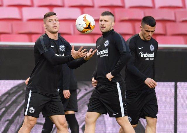 Fútbol.- El Eintracht Frankfurt reconoce que puede perder este verano a Jovic, R