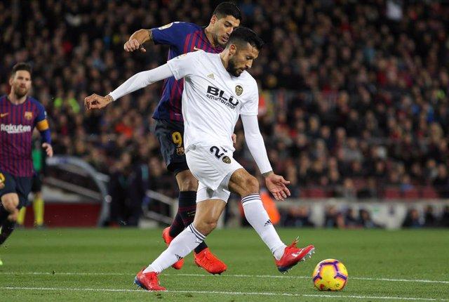 Soccer: La Liga - FC Barcelona v Valencia