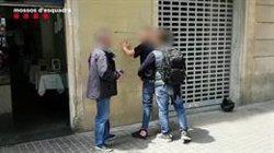 A presó dos estafadors d'ancians que fingien ser policies o advocats (MOSSOS D'ESQUADRA)