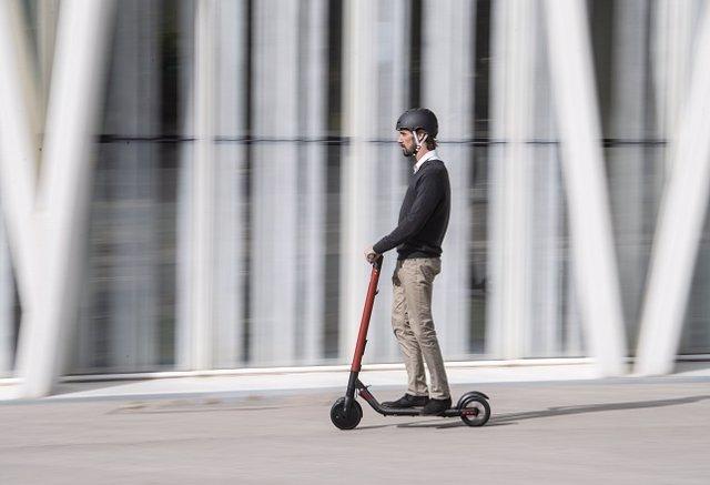 Seat entra en el negoci de patinets elctrics compartits de lloguer a Madrid