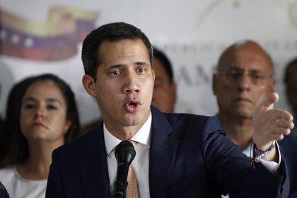 """Guaidó dice que Maduro caerá """"por la fuerza de los ciudadanos o de la cooperación internacional"""""""