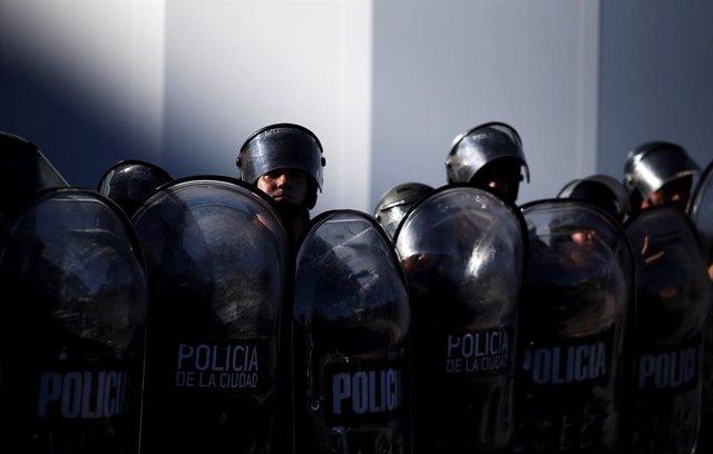 La muerte de tres jóvenes argentinos en manos de agentes de policía reabre la herida del abuso de la fuerza