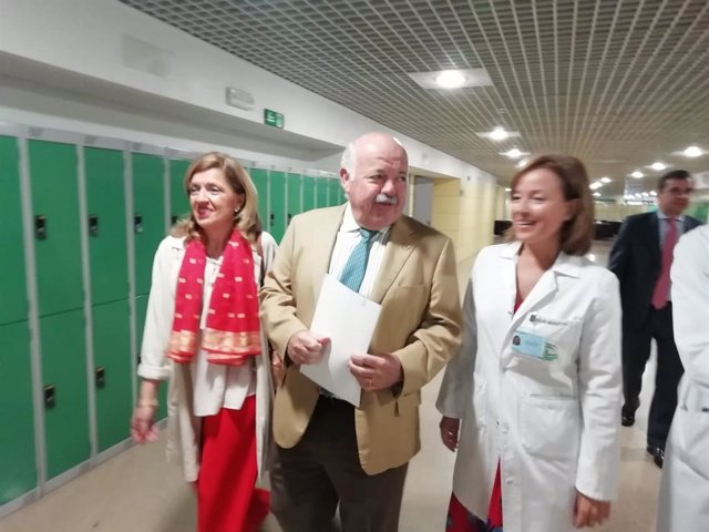"""Salud abre una investigación sobre supuestas """"corruptelas"""" en el Torrecárdenas de Almería y será """"expeditiva"""""""