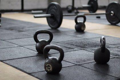 Hacer pesas puede ayudar a reducir los sofocos de la menopausia
