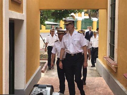 El Rey supervisa en Cartagena el ejercicio de rescate submarino en que participa la marina argentina y un buque francés