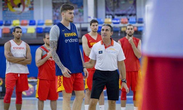 Sergio Scariolo y Juancho Hernangómez con la selección