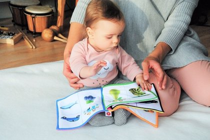 Leer a los niños pequeños mejora el comportamiento infantil