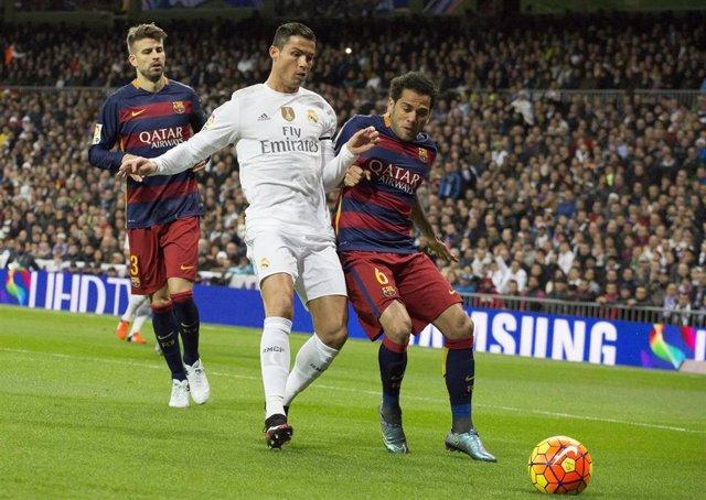 Dani Alves, Cristiano Ronaldo y Piqué en el Real Madrid - Barcelona