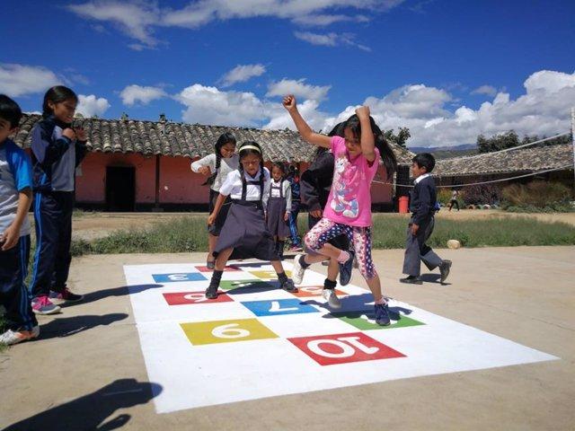OHL pone en marcha dos iniciativas para mejorar sendas escuelas en Perú