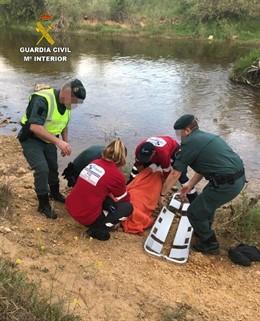 Sucesos.- Auxiliado tras caer al río Toría en Villaobispo (León) cuando trataba de cruzarlo y resbalar