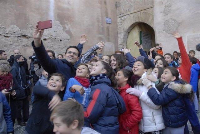 Granada.- 26M.- El alcalde irá a una boda este sábado y el resto opta por deporte o ir de tapas para el día de reflexión