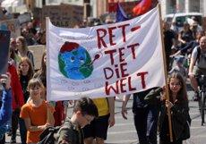 """El moviment 'Fridays for Future' demana al Govern que declari l'""""Estat d'Emergència Climàtica"""" a Espanya (Bernd Wüstneck/dpa-Zentralbild/)"""