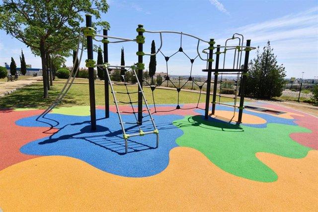 Sevilla.- Finalizan los trabajos de renovación de la zona infantil del parque Hacienda La Cartuja de Tomares