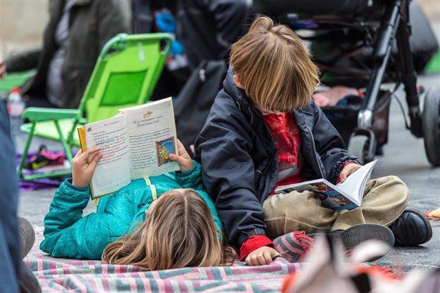 Lectura infantil, niños leyendo, cuentos, literatura