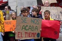 Més de 300 persones es mobilitzen a Barcelona per fer front a l'emergència climàtica (ACN)