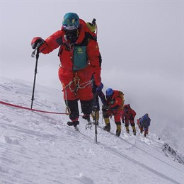 Xia Boyu ascendiendo el Everest