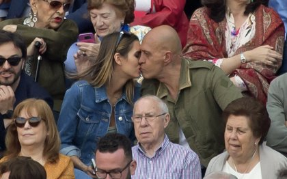 Kiko Matamoros y Marta López se comen a besos en Las Ventas