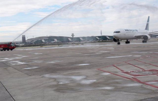 L'Aeroport de Barcelona estrena una nova connexió amb Torontó (el Canadà)