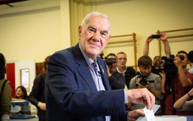 """Maragall (ERC) vota per """"la dignitat i el futur col·lectiu de la ciutat i el país"""" (David Zorrakino/Europa Press)"""