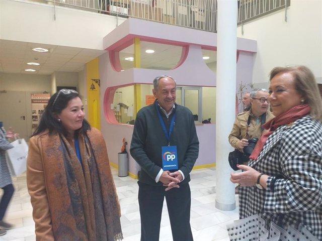 "26M-A.-Mercedes Fernández (PP) Acude A Votar Otorgándole Un ""Notable"" Al Presidente Saliente Javier Fernández (PSOE)"