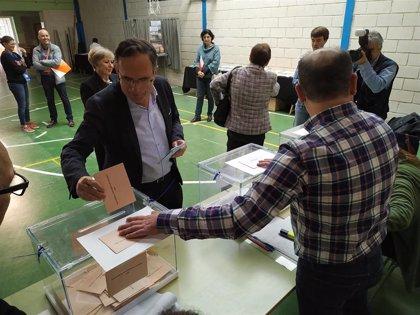 Cruz Viadero (PSOE) afirma que estas elecciones determinarán el futuro de Torrelavega