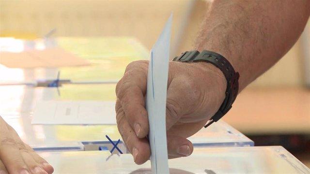 AV.- 26M.- La participación hasta las 14,00 en las autonómicas en Extremadura es del 40,19%, un 0,32% más que en 2015