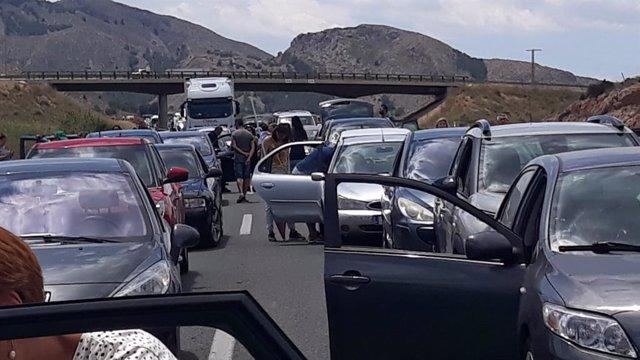 Alicante.- Sucesos.- El vuelco de un camión en Orihuela causa kilómetros de retención y el desvío de la circulación