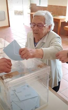 26M.- Acude A Votar En Sober (Lugo) Una Mujer De 105 Años