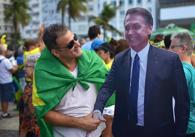 Brasil.- Miles de brasileños participan en una marcha para exigir al Parlamento que apruebe las reformas de Bolsonaro