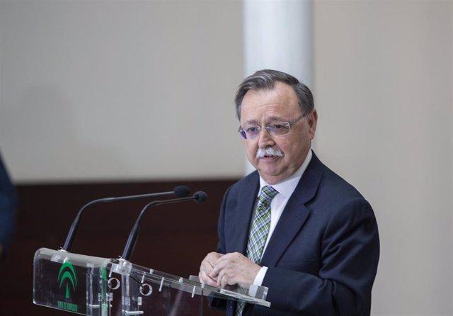 El presidente de la Junta, Juanma Moreno, firma un convenio de colaboración con los presidentes de las ciudades autónomas de Ceuta y Melilla