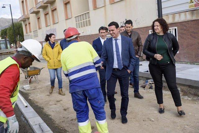El presidente de la Diputación Provincial en las obras de la Avenida del Mar.
