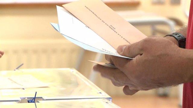 26M.-M.- En Plasencia, con el 57,61%, el PP mantendría la mayoría con 12 concejales, el PSOE lograría 6, y Podemos, 2