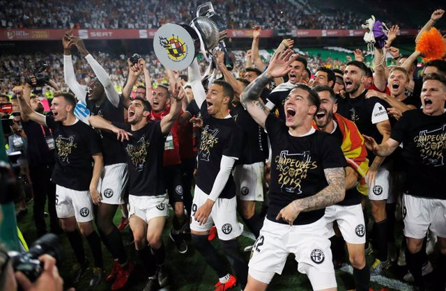 Fútbol/Copa.- El Valencia presume de Copa por toda la ciudad y en Mestalla