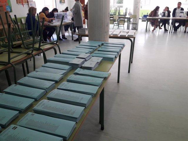 """26M.- Los gallegos votan con """"tranquilidad"""" en una jornada con incidencias puntuales como la falta de papeletas"""