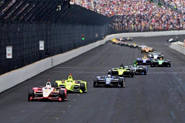 Varios pilotos durante las 500 Millas de Indianápolis.