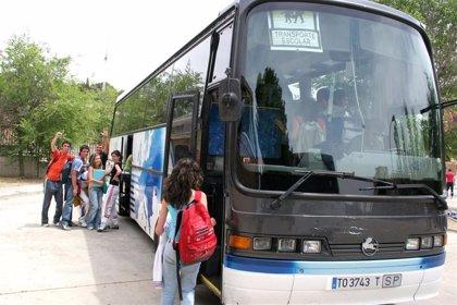 El vuelco de un autobús escolar con 12 niños dentro en Daimiel se salda con un menor herido leve
