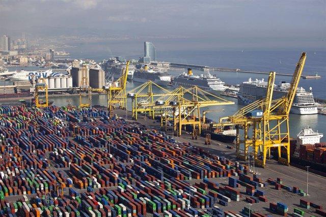 El Puerto de Barcelona aumenta en un 6,8% el tráfico de contenedores hasta abril