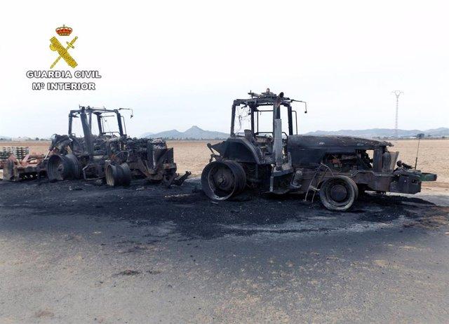Sucesos.- Guardia Civil investiga a dos personas por el incendio intencionado de una máquina fumigadora en Yecla