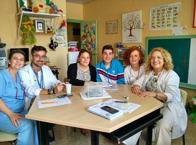 Jaén.- El Hospital de Linares y Cruz Roja firman un acuerdo para el programa Infancia Hospitalizada