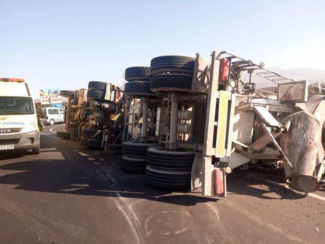 26M.- Un Varón Resulta Herido Tras El Vuelco De Un Camión En Tenerife