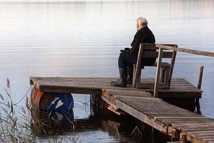 Los mayores que se sienten solos tienen mayor riesgo de demencia