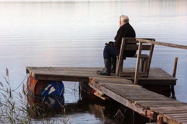 Los trastornos mentales son más comunes en personas que viven solas, según estudio
