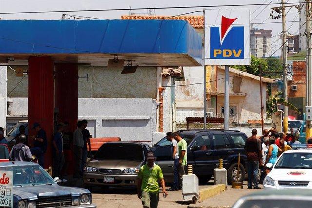 La gasolina pierde más valor en Venezuela, ¿cómo pagan los ciudadanos después de largas horas de cola?