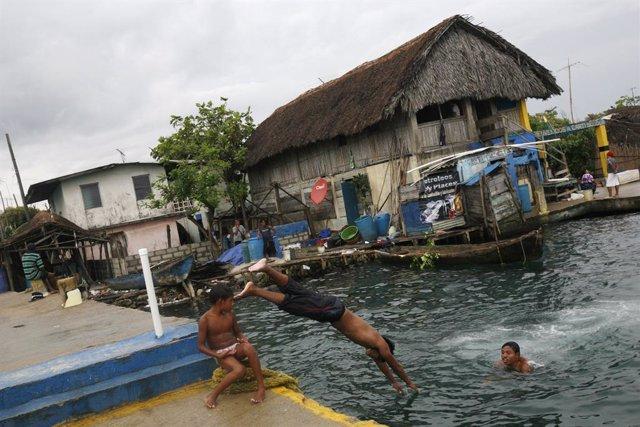 Los estragos del cambio climático marcan los últimos días de la isla Cangrejo