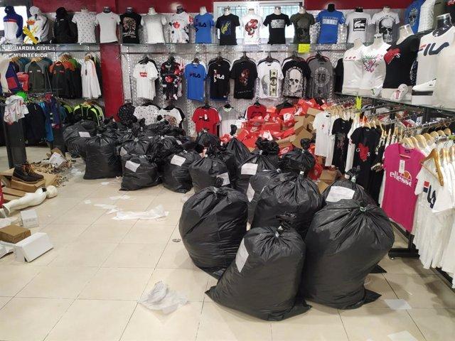 Sucesos.- Intervienen en La Jonquera (Girona) ropa falsificada por valor de 142.450 euros