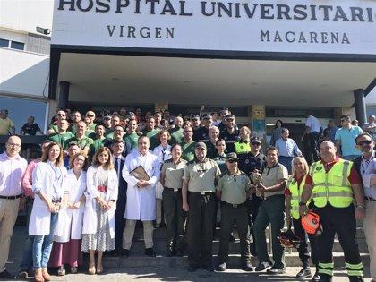 El Hospital Macarena de Sevilla organiza actividades para menores con voluntarios de la Policía y Emergencias