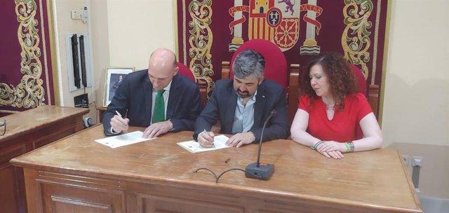 Sevilla.- Ayuntamiento de Coria del Río entrega al Centro de Estudios Andaluces documentos históricos de Blas Infante