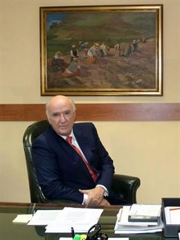 José Antonio García Belaunde, representante en Europa de CAF, condecorado con la Gran Cruz de la Orden al Mérito Civil