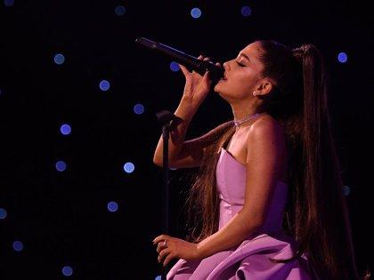 Ariana Grande pospone conciertos por enfermedad