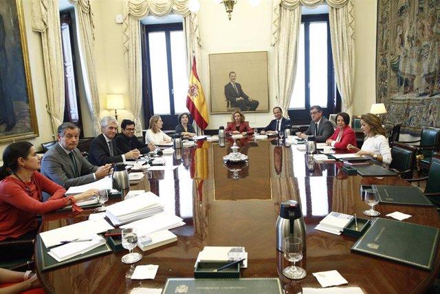 España.- Batet rechaza la petición de PP y Cs para que el Congreso revise las distintas fórmulas de acatamiento